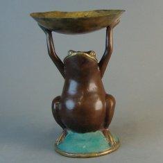 Жаба с поднятой чашей 30 см. ((бронза)
