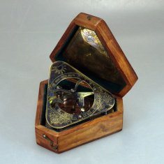 Компас в деревянном футляре 12 см. (латунь, дерево)